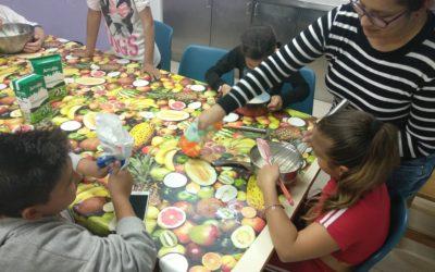 El projecte d'infància de Creu Roja a Badia engega un seguit de tallers amb l'objectiu d'enfortir el vincle entre infants i progenitors