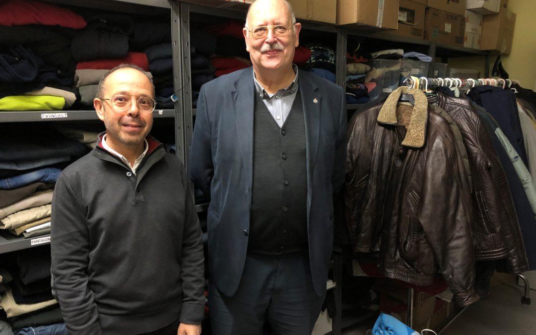 Una quinzena de botigues del centre de Sabadell donen 50 quilos de roba a Creu Roja pels projectes de sensellarisme