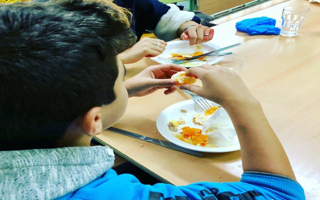 En marxa el projecte que garanteix l'alimentació a una vintena de joves de secundària de Badia