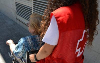 Creu Roja Sabadell dona suport a una dotzena de persones amb mobilitat reduïda perquè puguin votar