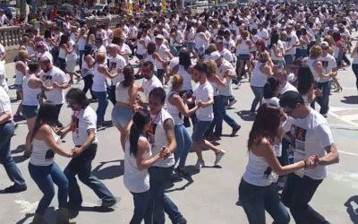 Rècord Guiness de ball de Bachata en favor dels projectes d'infància de Creu Roja Sabadell