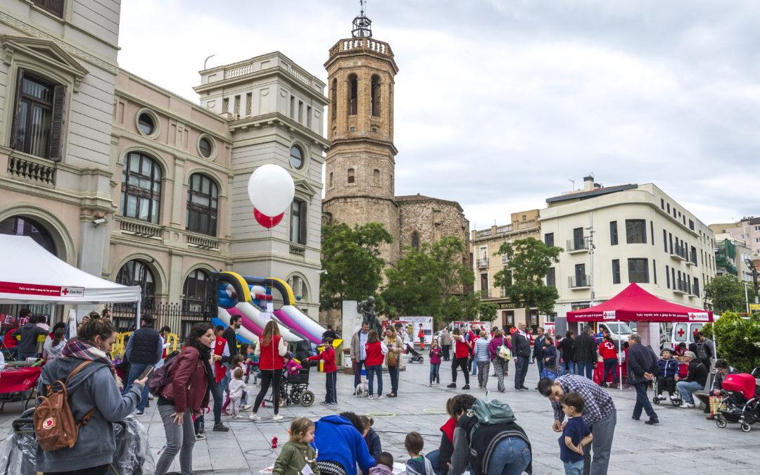 Centenars de persones participen en l'acte central del Dia Mundial de la Creu Roja celebrat al centre de Sabadell