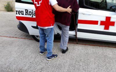 Creu Roja Sabadell acompanya persones amb mobilitat reduïda a votar