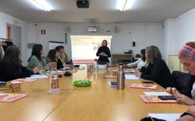 Creu Roja Sabadell apropa l'impacte de les migracions forçoses en les dones als docents sabadellencs