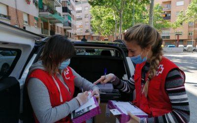 Creu Roja Sabadell fa el repartiment a domicili de 46 tauletes digitals a Barberà del Vallès a infants de famílies vulnerables