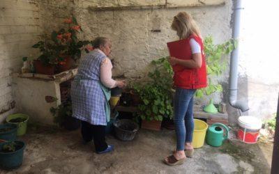 Una vuitantena de persones grans dels projectes de Creu Roja Sabadell reben kits de memòria per fer a casa