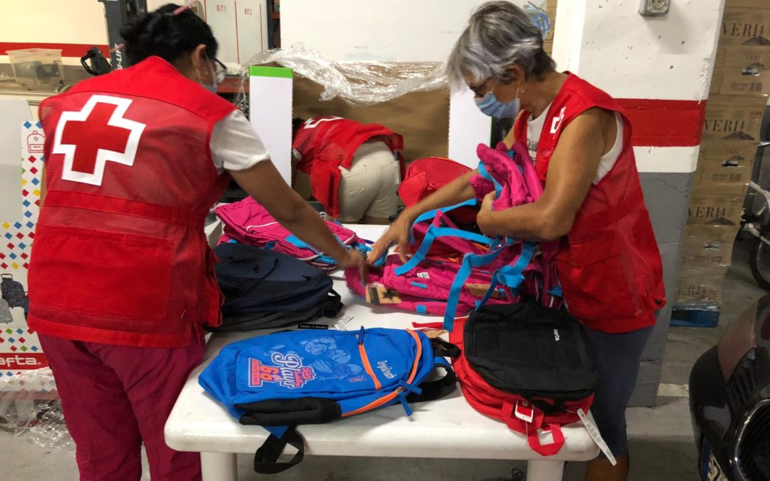35 infants es beneficien de la campanya 'Vuelta al cole solidaria'.